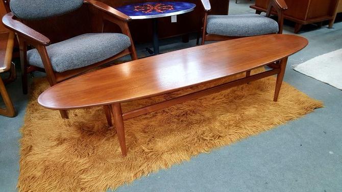 Mid Century Modern Walnut Surfboard Coffee Table By Heritage Peg Leg Vintage