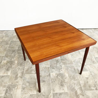 Danish Mid Century Dining table by Arne Vodder for