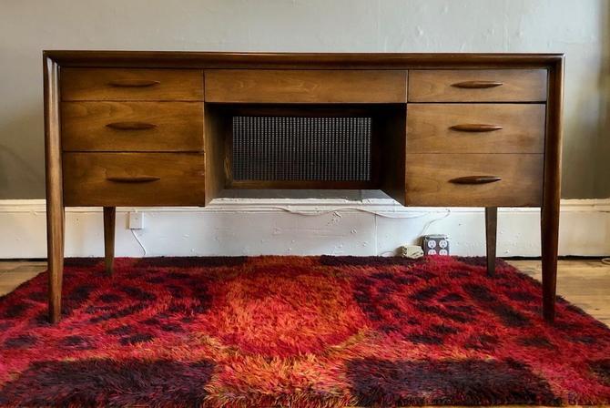 Mid Century Walnut Broyhill Emphasis Desk w/ Caned Panel