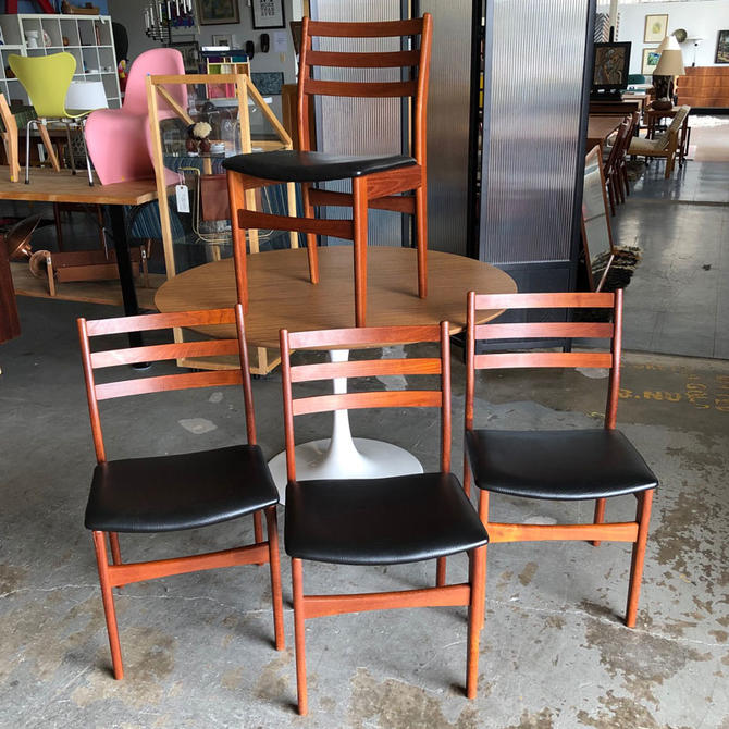 HA-C8469 Set of Four Canandian Modern Chairs