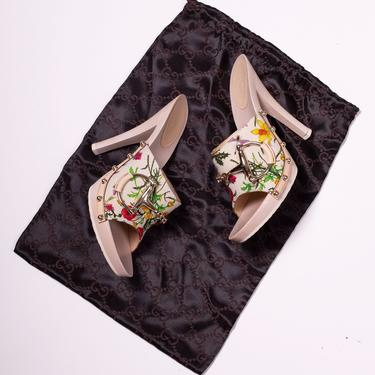 Vintage GUCCI Flora New in Box Horsebit Heels size 8 Mules Pumps Floral Print Garden Collection by backroomclothing
