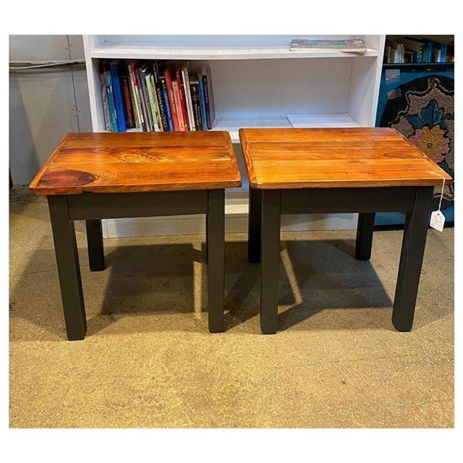 """Pair of small rustic reclaimed wood bench/end table 17.9"""" long x 14"""" wide / 17"""" Height"""