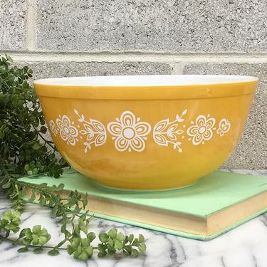 Vintage Pyrex Bowl Retro 1970s Butterfly Gold + 403 + 2.5 Quart + Yellow and White + Ceramic + Mixing or Nesting + Kitchen Storage + Decor by RetrospectVintage215