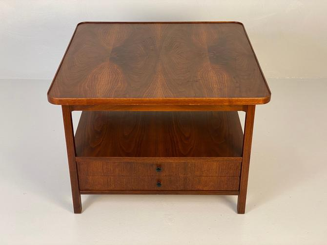 Walnut End table by Jack Cartwright for Founders, Circa 1960s - *Please see notes on shipping before you purchase. by CoolCatVintagePA