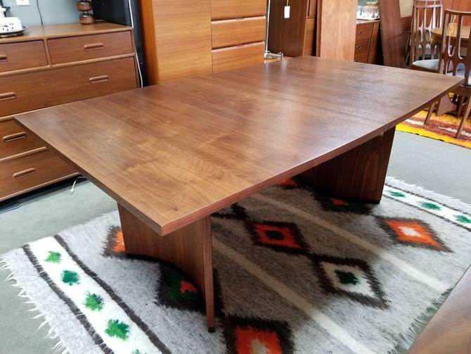 Mid-Century Modern walnut boat shape dining table with two leaves