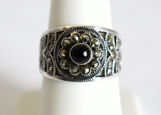 80's sterling onyx pyrite size 7 goth flower graduated band, edgy open work 925 silver marcasite black cab floral ring by BetseysBeauties