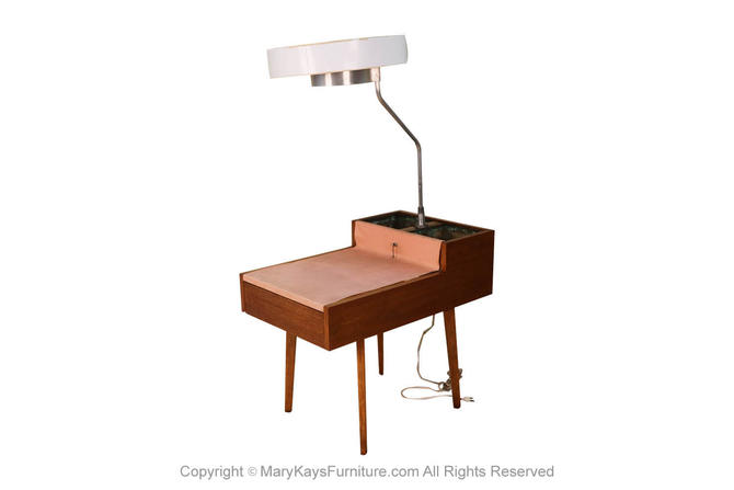 George Nelson Herman Miller Walnut Planter Lamp Table Model 4634-L by Marykaysfurniture