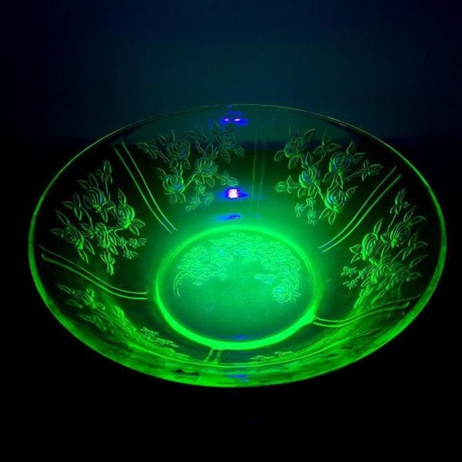 """Vintage Federal Glass Sharon Green """"Cabbage Rose"""" Uranium Glass Large 10 1/4"""" Bowl by OverTheYearsFinds"""