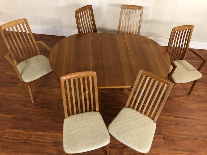 Round Teak Expandable Dining Table & 6 Chairs