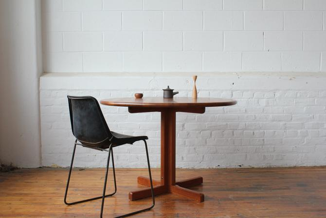 Restored Solid Teak Danish Modern Round Table by Tarm Stole Møbelfabrik by NijiFurnishing