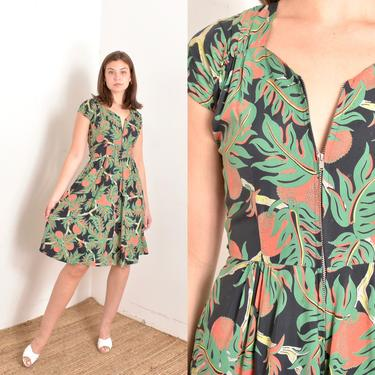 Vintage 1940s Dress / 40s Lychee and Leaf Print Rayon Dress / Black Green ( XS S ) by lapoubellevintage