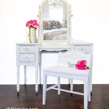 White Vanity With Bench and Mirror | Vintage Vanity Dressing Table | Makeup Vanity Table | Vanity with Stool and Mirror | White Vanity Desk by AllThingsNewAgainVA