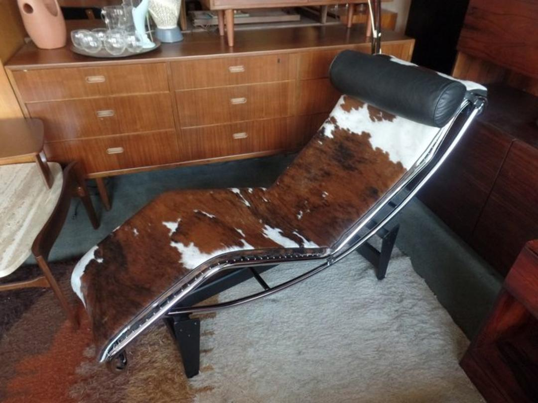 Le Corbusier Lc4 Chaise Lounge Chair In Cowhide And Black