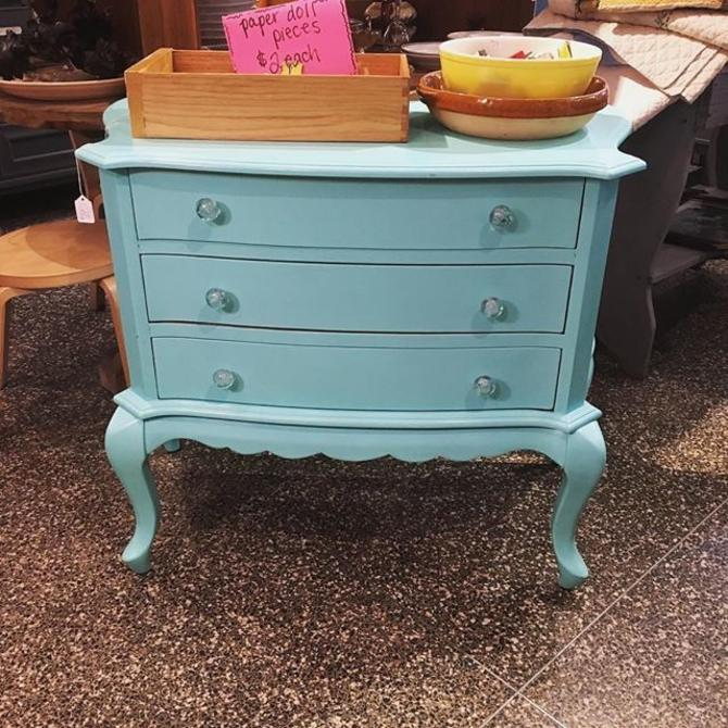 Chest of of drawers in beautiful blue