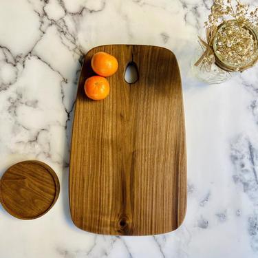 Charcuterie Board in Walnut. Beautiful Modern Cheese Board. Wood Serving Board. by abdobuilds