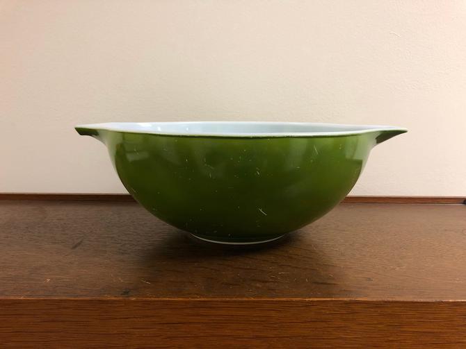 Vintage Pyrex Avocado Green Cinderella Nesting Bowl 444 4 Quarts by BlackcurrantPreserve