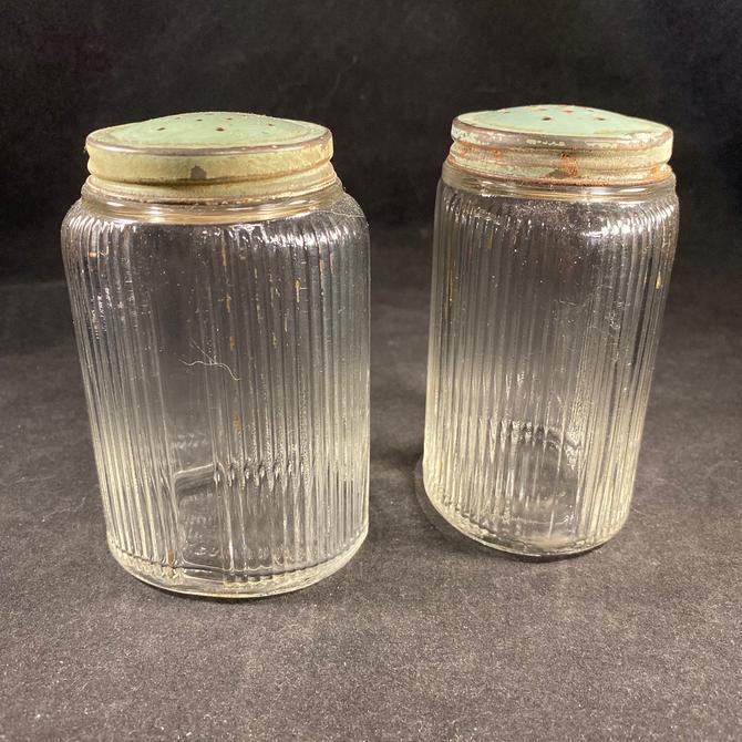 Hoosier Shaker Salt and Pepper Oval Clear Ridged Depression Glass Green Lids Vintage by accokeekpickers