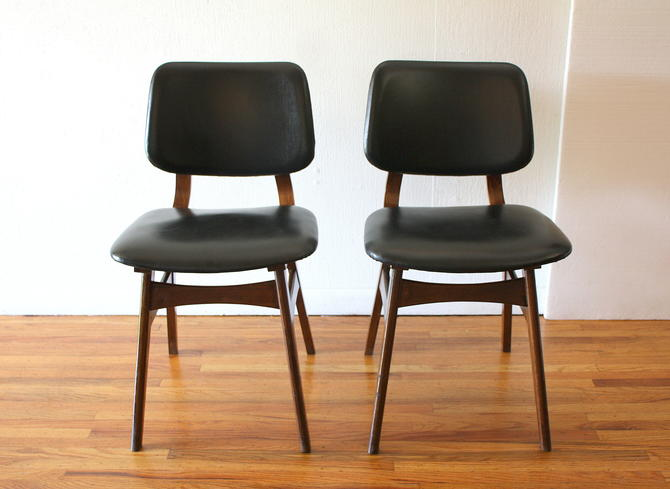 Mid Century Modern of Pair of Chairs
