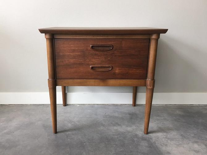 vintage mid century modern side table by Lane Furniture.