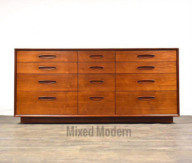 Henredon Circa '60 Walnut Long Dresser by mixedmodern1