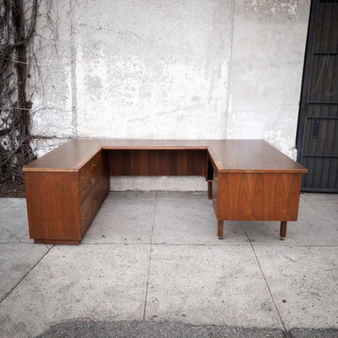 Walnut Vintage U shaped Executive Desk with Drawer Locks