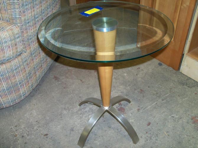 Ethan Allen Radius Accent Table (Item #111598)