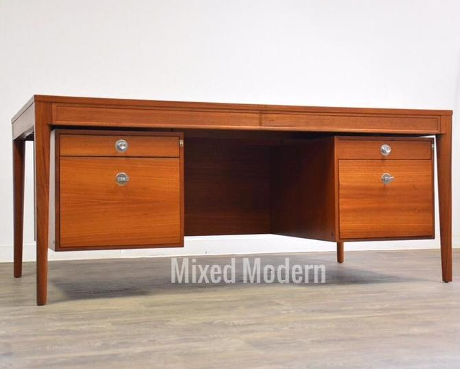 "Executive ""Diplomat"" Desk by Finn Juhl by mixedmodern1"
