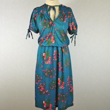70s Floral Bouquet Day Dress with Bows by citybone