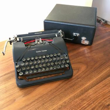 Black 1945 Smith Corona Sterling Portable Speedline Typewriter by Deco2Go