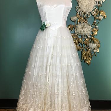 1950s wedding dress, fit and flare, vintage 50s dress, size medium, vintage bridal, white lace, full skirt, cinderella, 28 waist, rockabilly by BlackLabelVintageWA