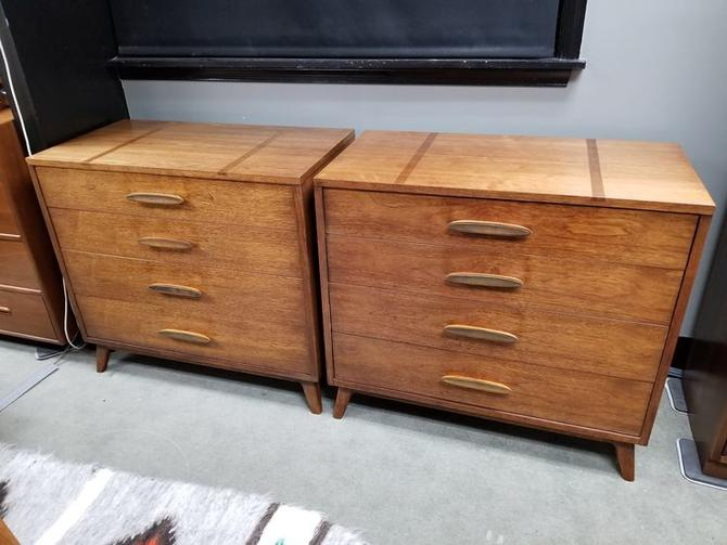 Pair of Mid-Century Modern walnut four drawer dressers by Henredon