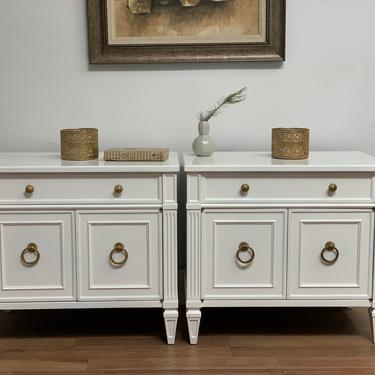 SOLD        Henredon mid century traditional nightstands in white lacquer by McKennaDesignCompany