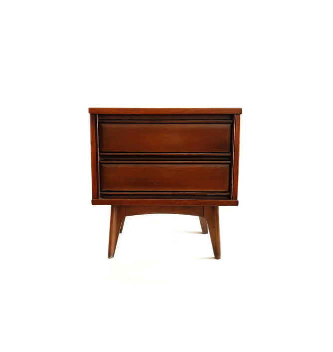 Vintage MCM End Table In Wood by minthome