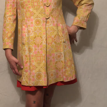 1960s Mod Neon Floral Psychedelic Jacket    Peter Pan Collar    Made in England    Fully Lined    Large Yellow Buttons    Size S/M by CelosaVintage