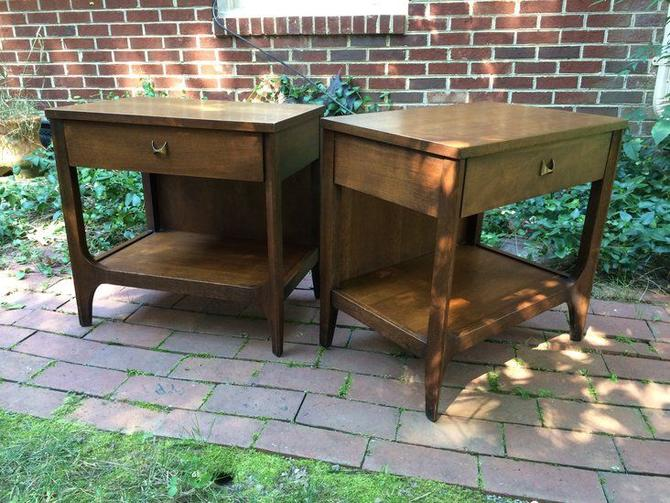 Pair of vintage mid century Broyhill Brasilia night stands or end tables. Designed circa 1962 by Oscar Niemeyer. --- Price for the pair: $550