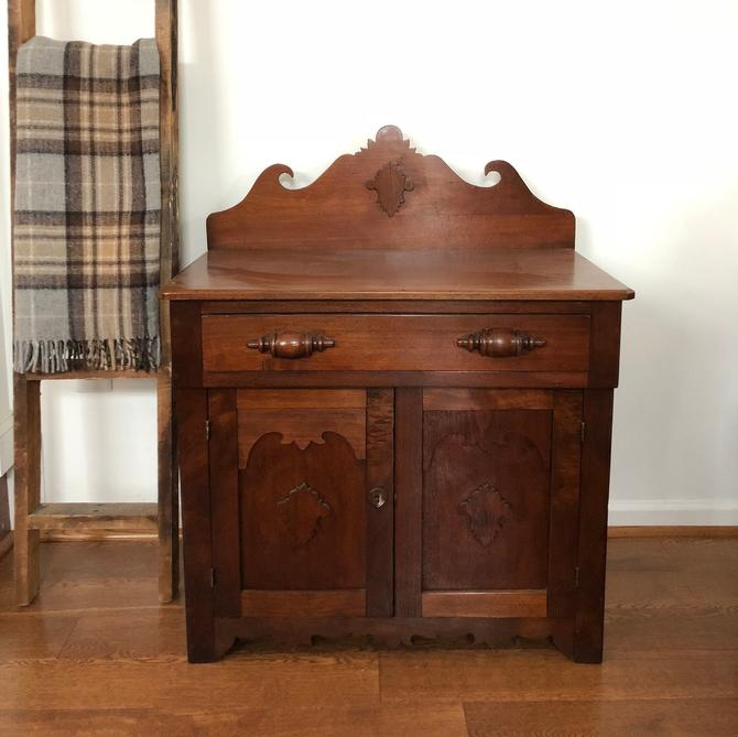 Antique Washstand by AnticaMarket