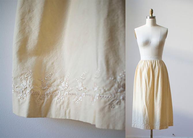 Vintage Wool Underskirt / Edwardian Underskirt / Wool Edwardian Skirt / Embroidered Peasant Skirt / Off White Underskirt / Antique Skirt by milkandice