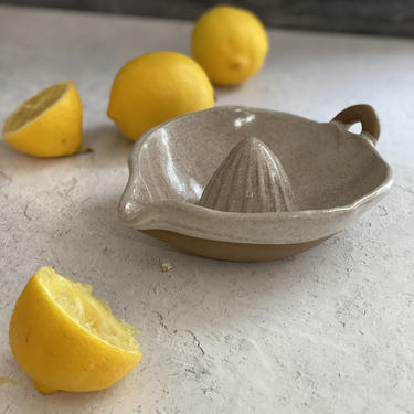 Handmade Citrus juicer, Pottery juicer, Ceramic Lemon Reamer, Housewarming gift, Manual Hand Juicer , Citrus Strainer by claylicious