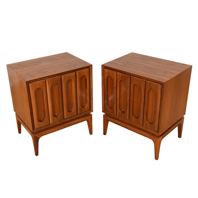 Pair of Mid Century Walnut Nightstands / Side Tables