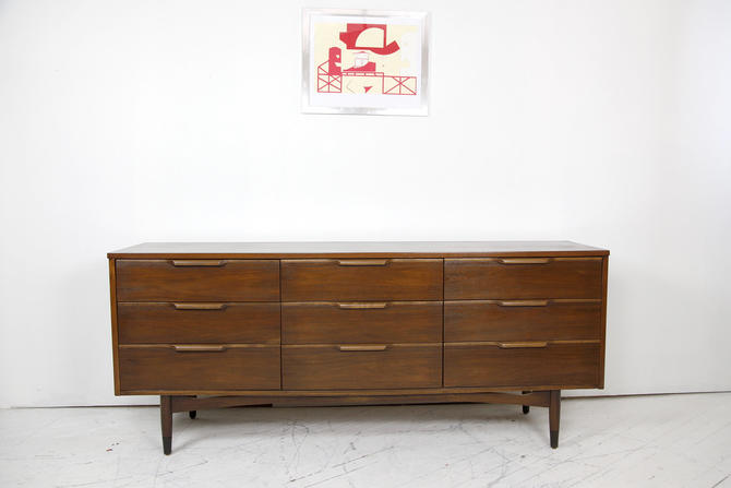 Vintage MCM 9 drawer dresser with waterfall handles by Bassett furniture | Free delivery inNYC and Hudson areas by OmasaProjects