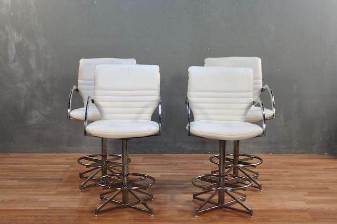 Cal-Style Mfg. Co. White Vinyl and Chrome Bar Stools – ONLINE ONLY