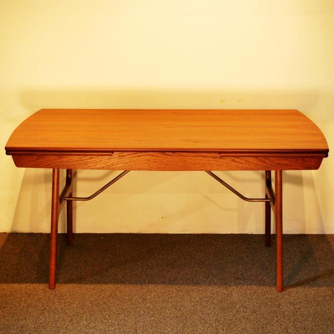 22211 Mid Century Modern Teak Extension Dining Table w\/Carefree Finish, circa 1960