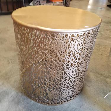 Pressed metal end Table 19.75 (diam) x 20