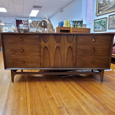 Broyhill Brasilia Nine-Drawer Dresser