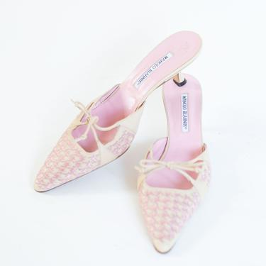 Vintage Manolo Blahnik Leather and Baby Pink Woven Houndstooth Kitten Heel Mules with Bows sz 40 9 Y2K by backroomclothing