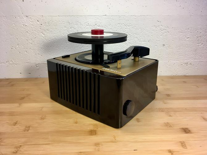 1951 RCA Victor 45rpm Bakelite Portable Record Player, Full Restoration, 45EY2 by Deco2Go