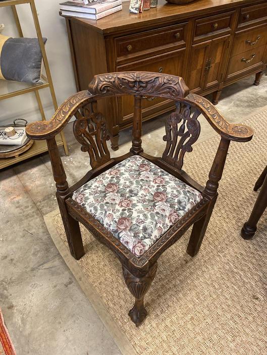 Corner Chair by StylishPatina