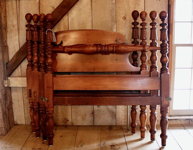 Pair of Ball & Carved Bell Beds in Maple, Twin size