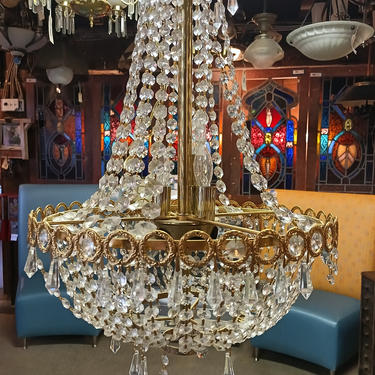 Newer 8 bulb chandelier