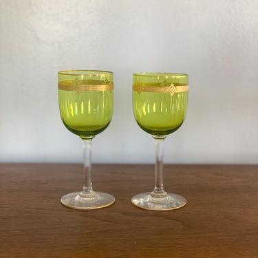 Vintage green goblet wine glasses with gold rim by FrankiesVintageTrunk